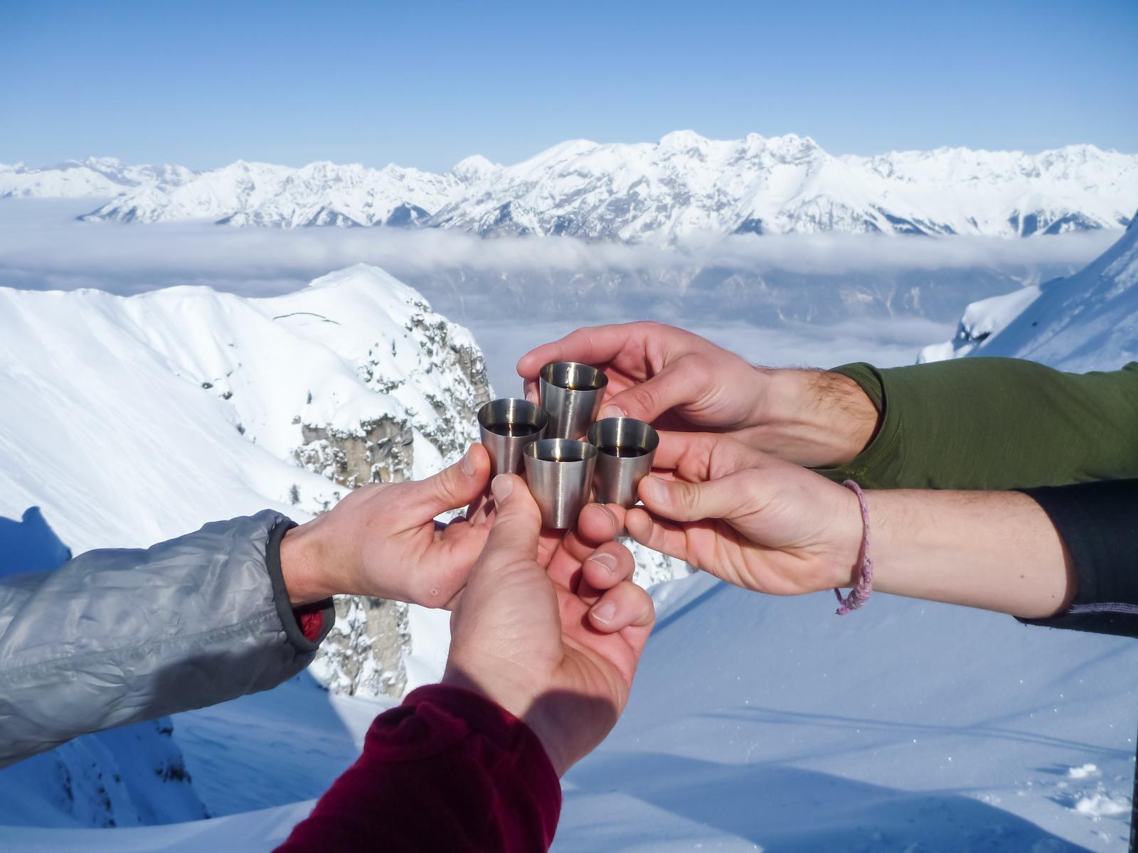 Dit zijn de 10 lekkerste alcoholische wintersportdranken voor op de piste